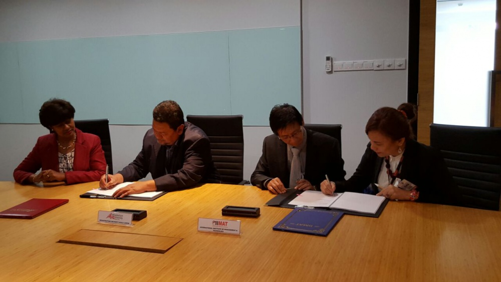 Signing MOA For The Franchising of Bach.of Quantity Surveying
